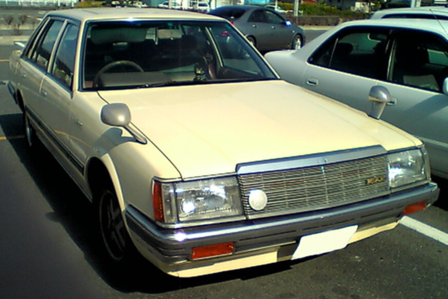Nissan Laurel: 10 фото